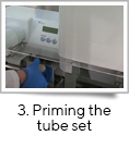 <strong>3. Priming the tube set</strong><br />The tube set is primed before each processing run. This simple procedure ensures the nozzles dispense evenly and that the tubes are full of liquid and clear of bubbles.