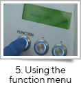 <strong>5. Using the function menu</strong><br />fill-it is operated by a simple 3 button interface and it is easy to select functions and change the parameters e.g. for priming, calibrating, decapping/capping and dispensing. <br />The GMP version of fill-it includes an  interlock key to disable specific functions.